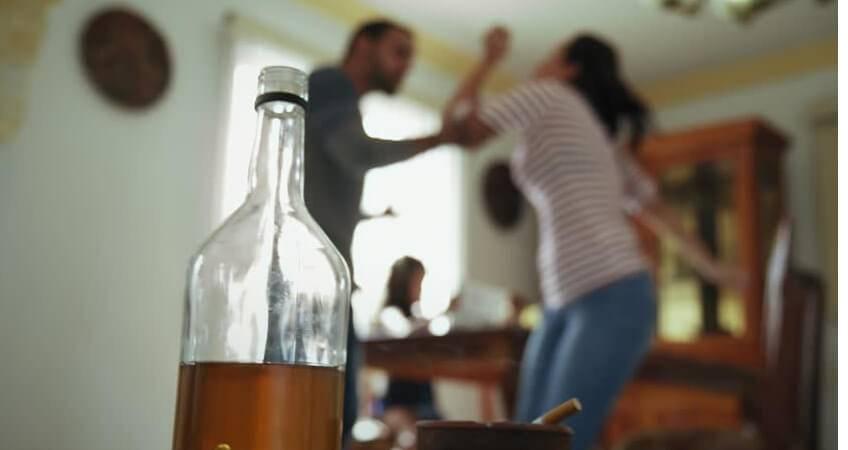 Муж, когда выпивает, становится агрессивным