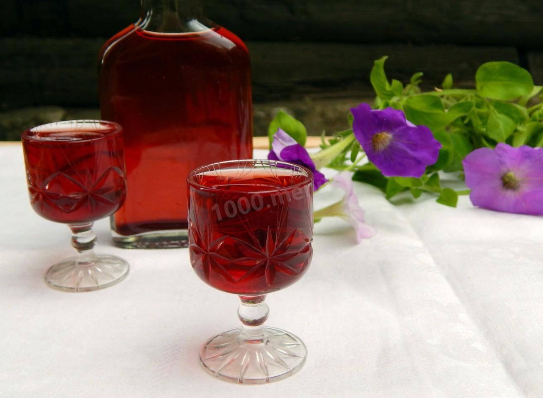 Настойка из варенья на водке и спирту в домашних условиях
