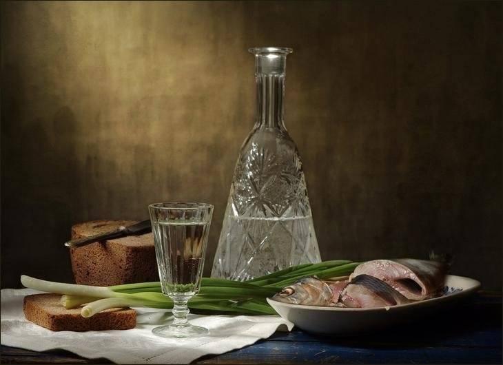 Закуска под водочку: как правильно пить водку и чем закусывать, почему вредно запивать