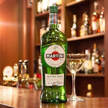 Мартини экстра драй: с чем и как правильно пить, где имеется в продаже и какова цена в магните 1 литра алкоголя, а также рецепты коктейлей на основе сухого вермута | mosspravki.ru