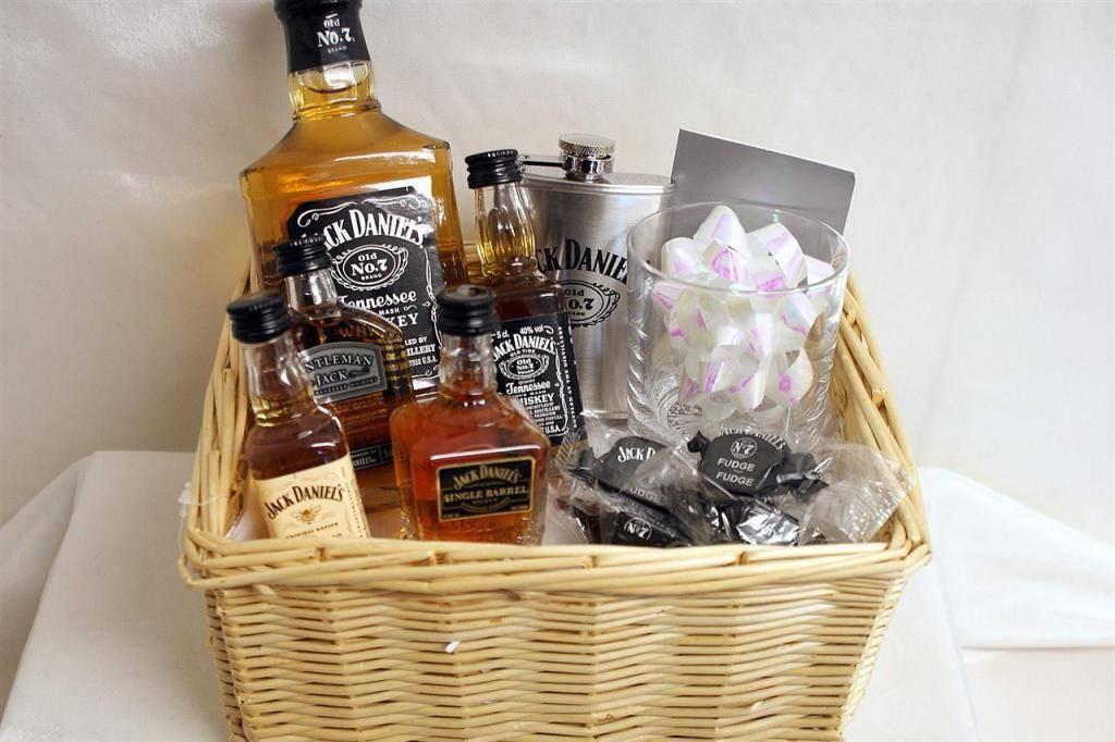 Какой алкоголь выбрать в качестве подарка?