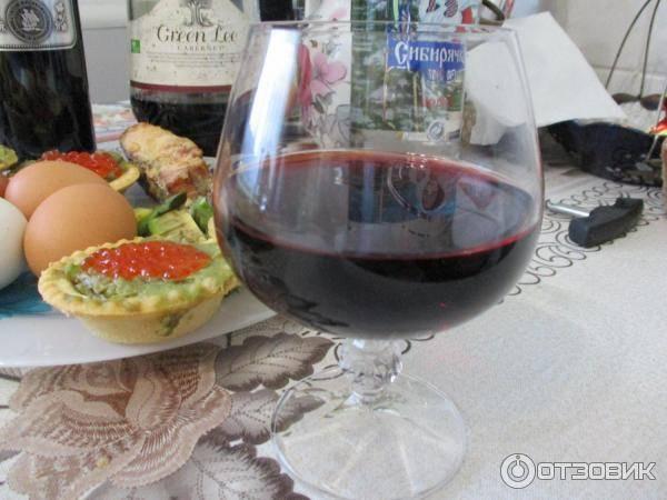 Как правильно пить вино: чем запивать и закусывать