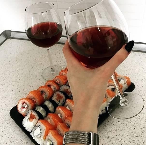 Что пьют с суши? напитки к суши, подходящие идеально!