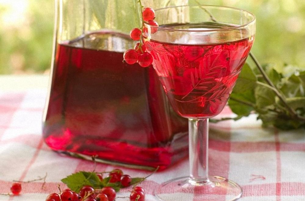 Смородиновая наливка: 7 рецептов в домашних условиях