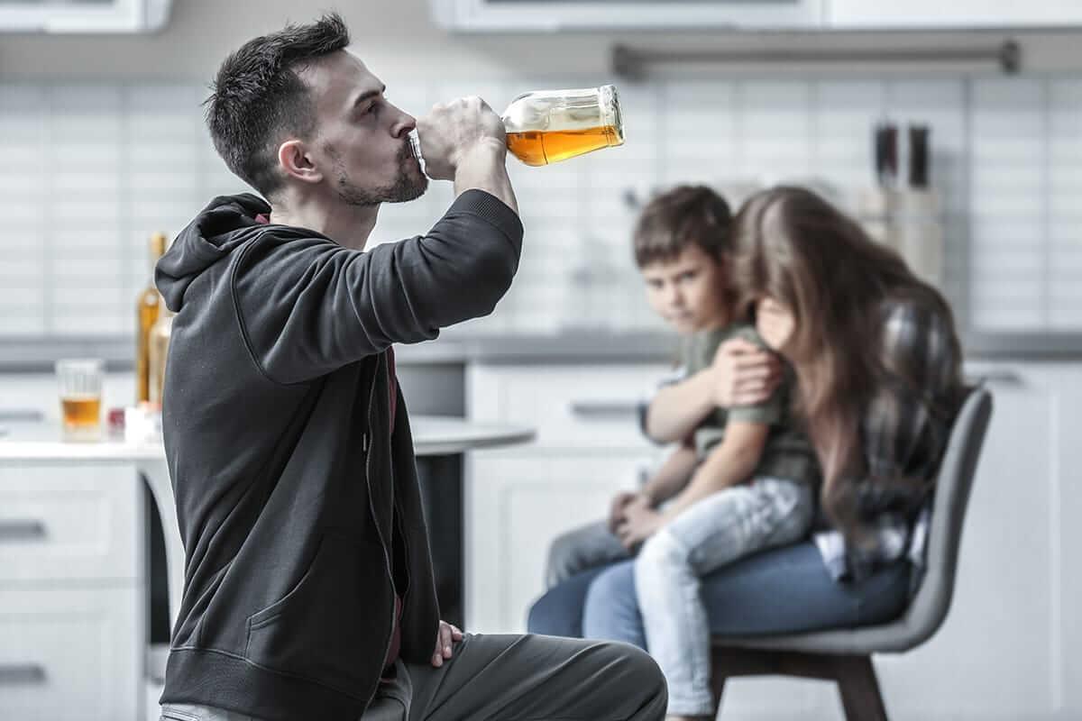 Как помочь алкоголику бросить пить – 5 полезных советов | рц «чистый день»
