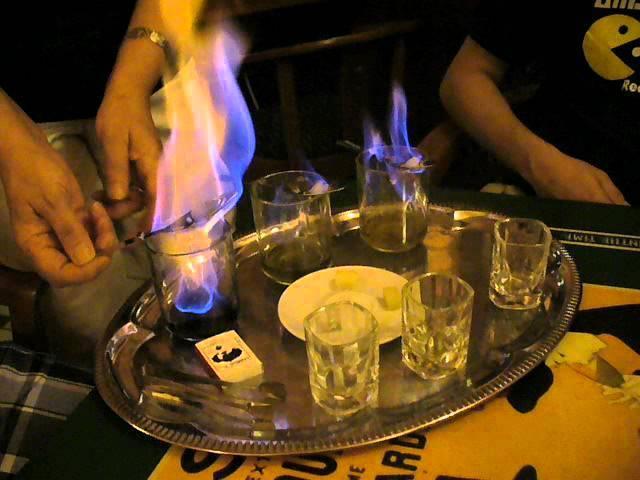 Коктейль, который поджигают: названия горящих алкогольных напитков, какие шоты можно поджечь перед употреблением, рецепты