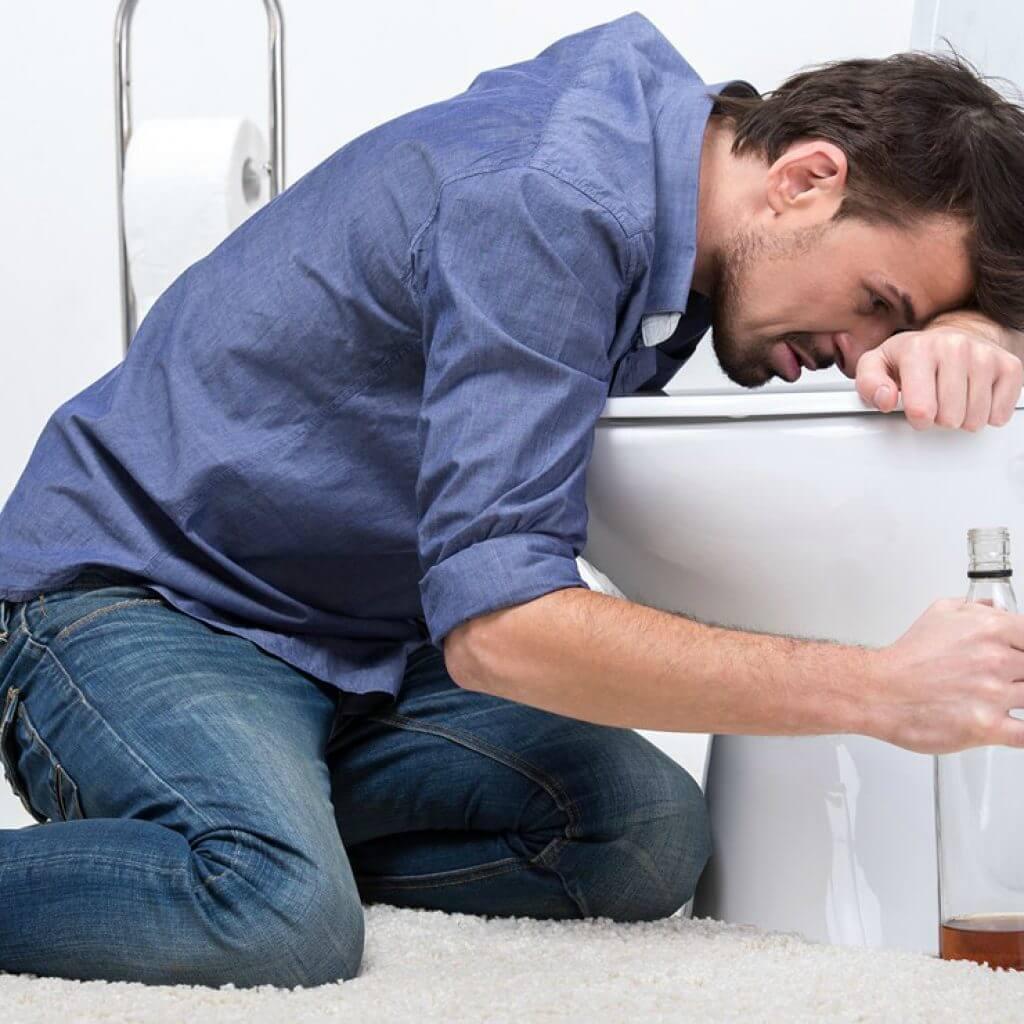 Рвота после алкоголя: что делать при отравлении, лечение в домашних условиях