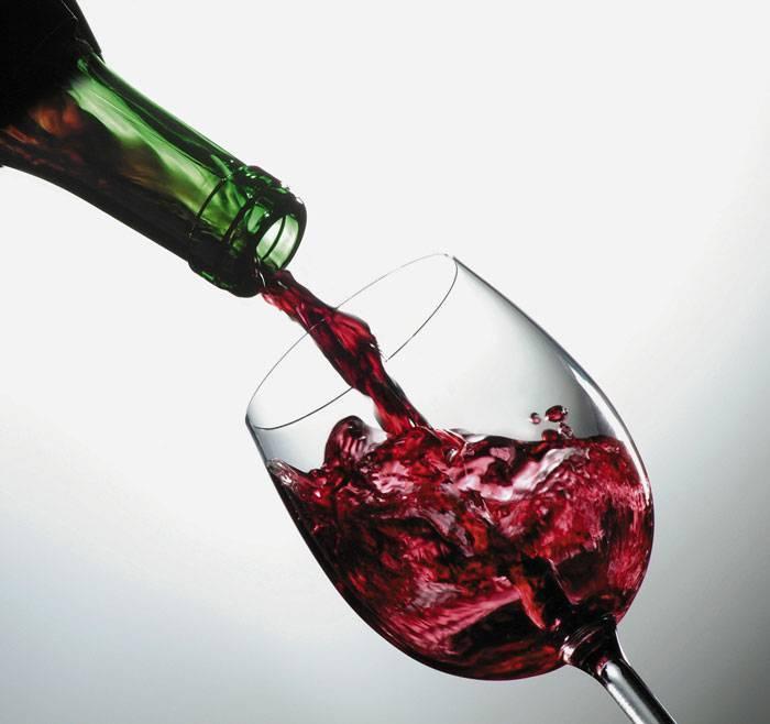 Какое вино полезно для сердца и сосудов: красное или белое, как оно влияет на аритмию и другие болезни, действительно ли это самый безопасный алкогольный напиток