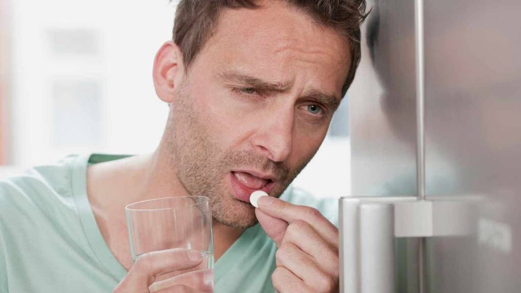 Повышенное потоотделение после употребления алкоголя: причины, способы устранения