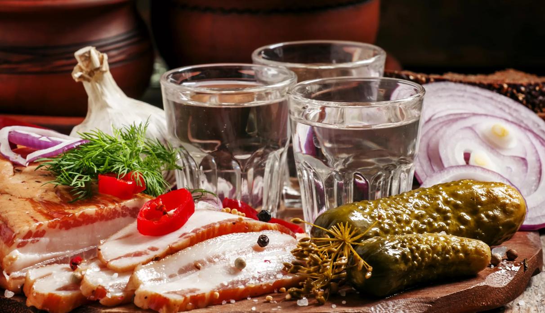 Чем закусывать водку правильно, какую закуску нельзя подавать?