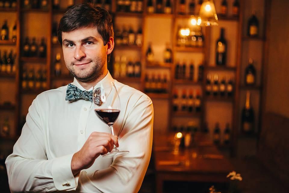 Сомелье - кто это? в чем особенности этой алкогольной профессии, а также обязанности, виды, отличие от кависта   про самогон и другие напитки ?   яндекс дзен