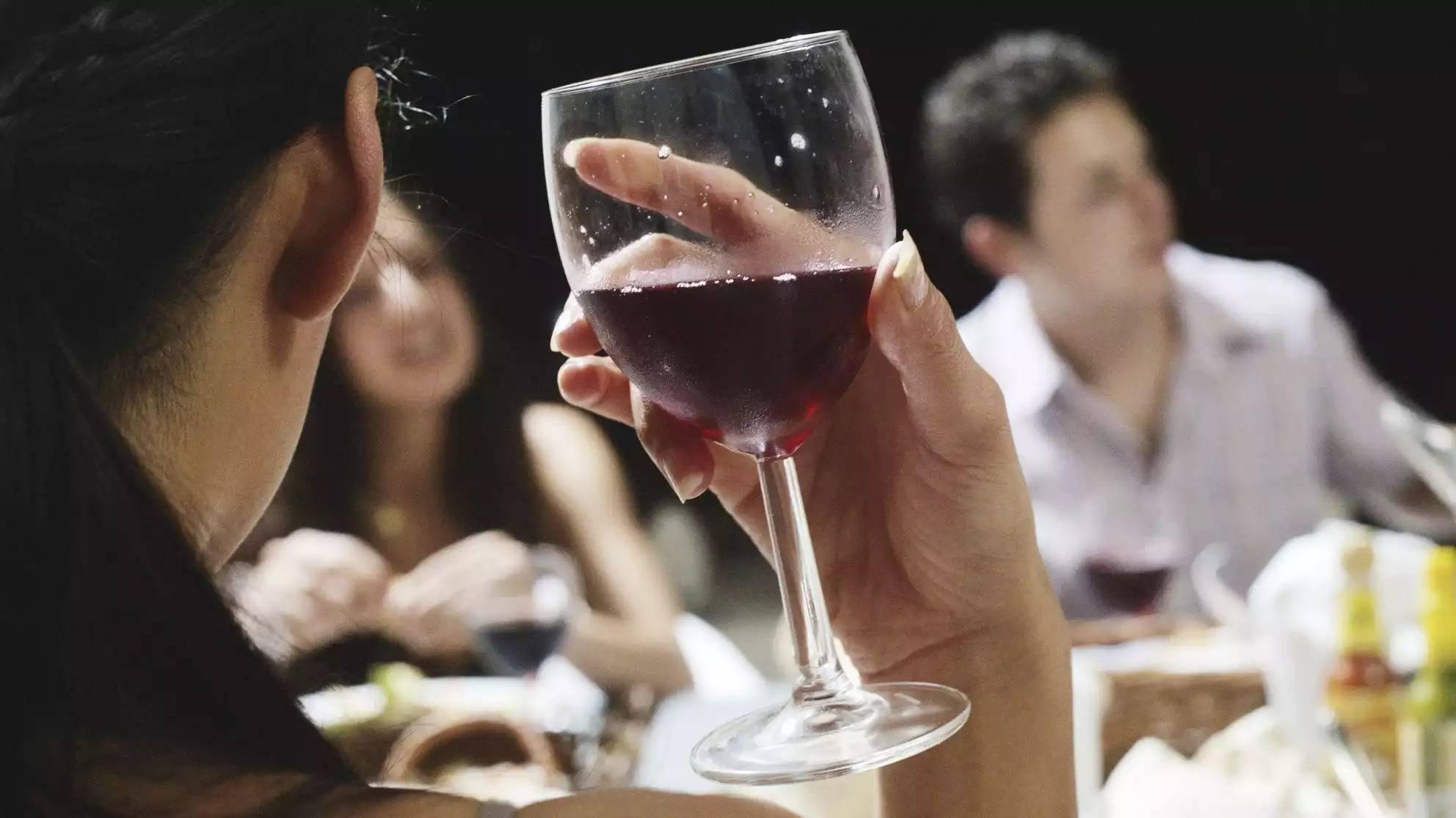 Правда ли, что бокал вина каждый день полезен для здоровья