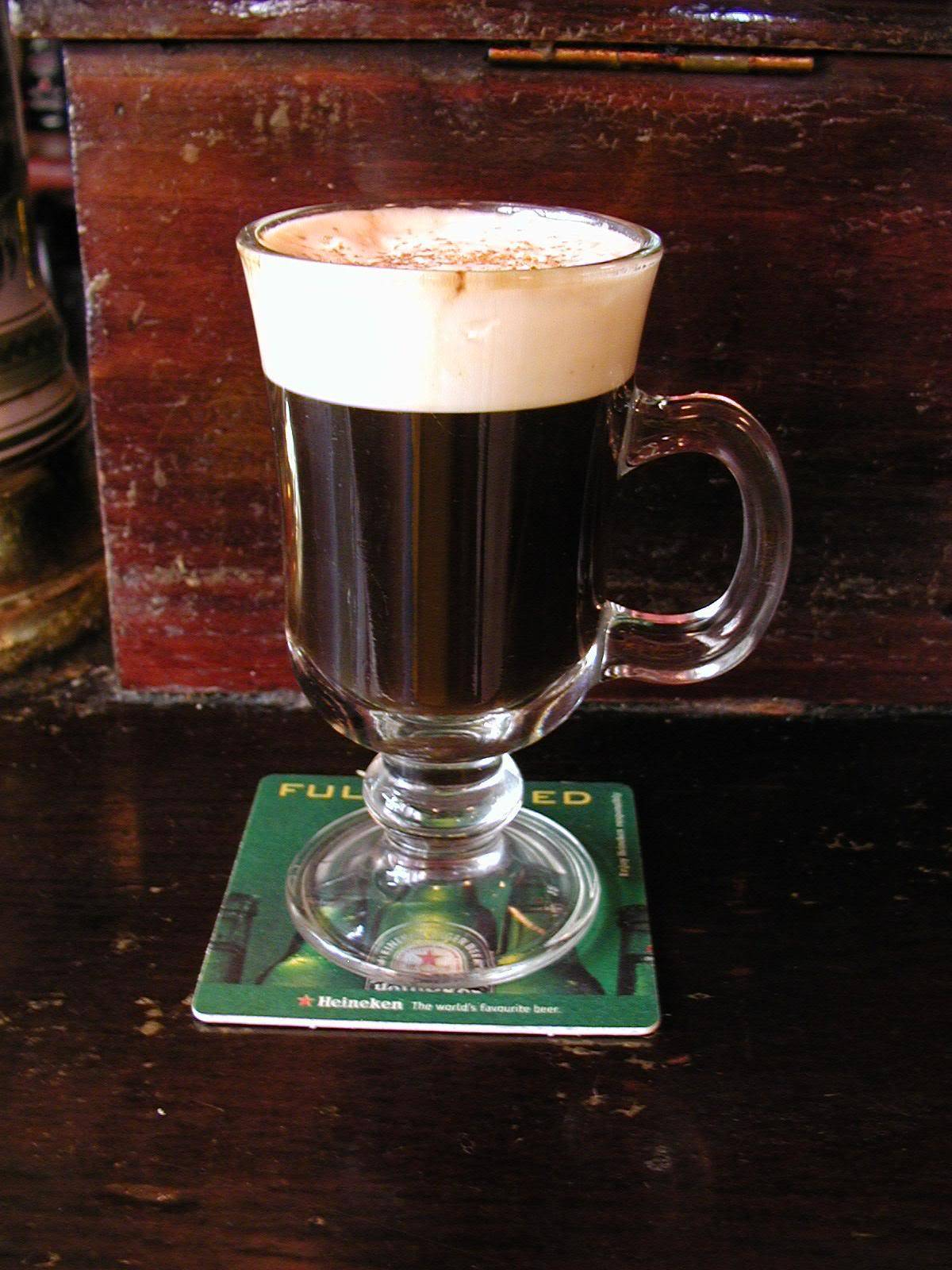 Коктейль ирландский кофе (irish coffee) / typobar.ru