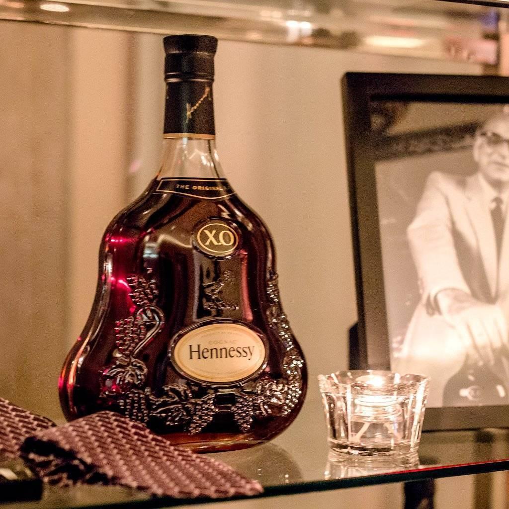 Настоящий и благородный коньяк хеннесси в бутылках