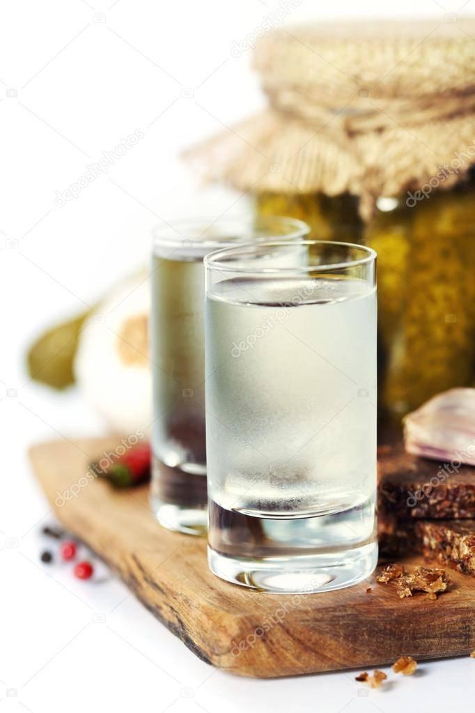 Водка с солью при кишечной инфекции