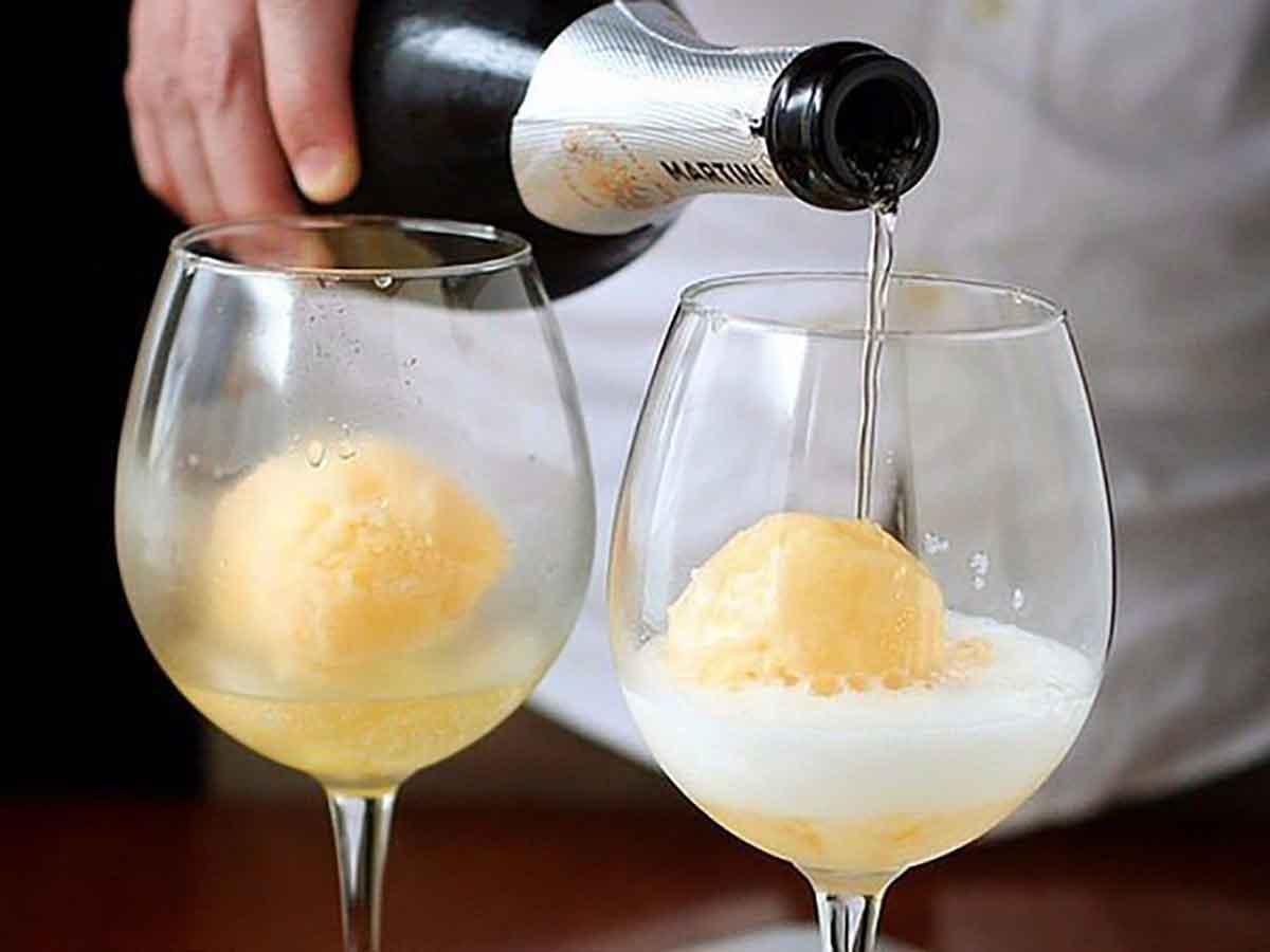 Коктейли с коньяком в домашних условиях: как называются, пропорции для простых рецептов на его основе с колой, шампанским, мартини и другими алкогольными напитками