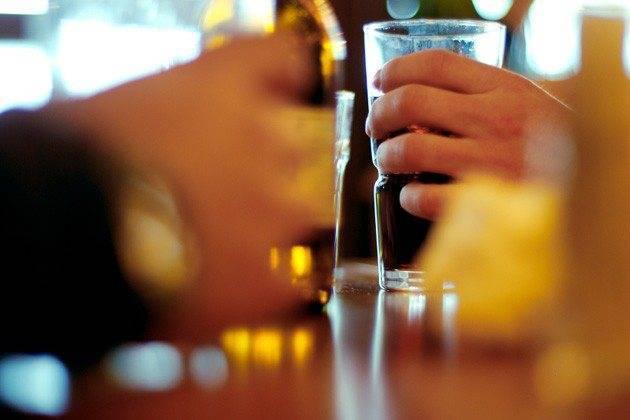 Алкоголь при гастрите: разрешенные и запрещенные напитки, отзывы