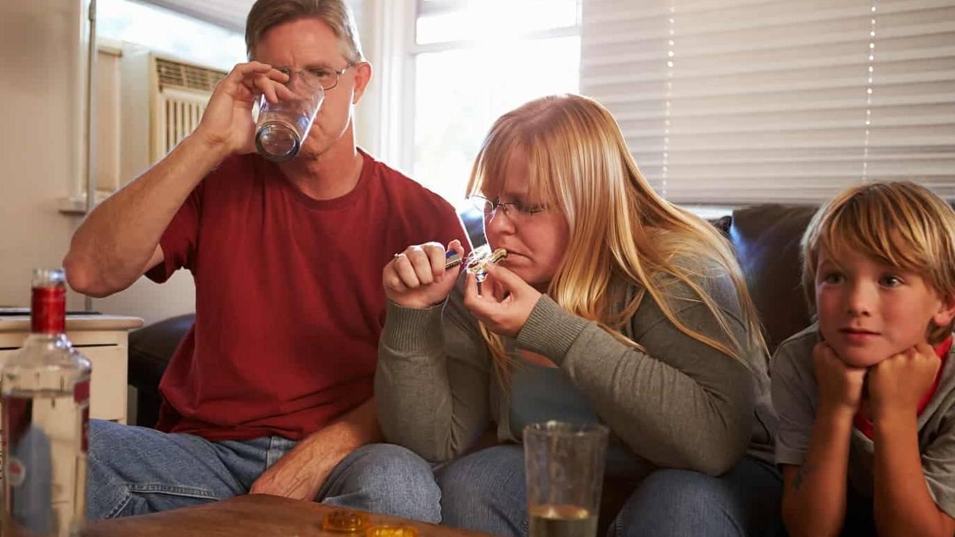 Что делать, если твоя мама пьет: советы психолога