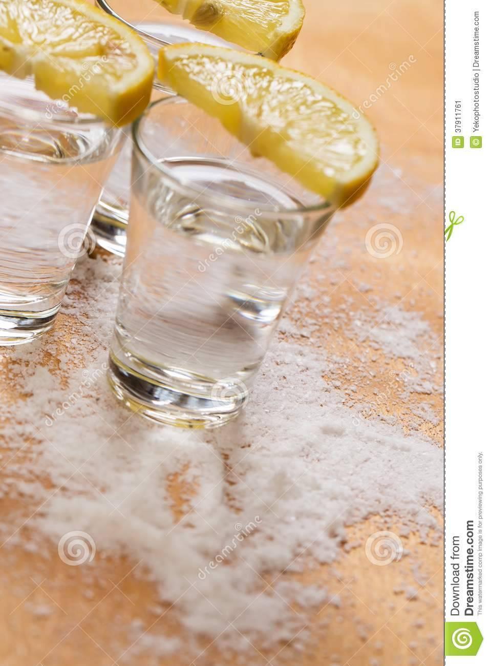 Как правильно пить и чем закусывать текилу? (не только солью с лимоном и с девушки)