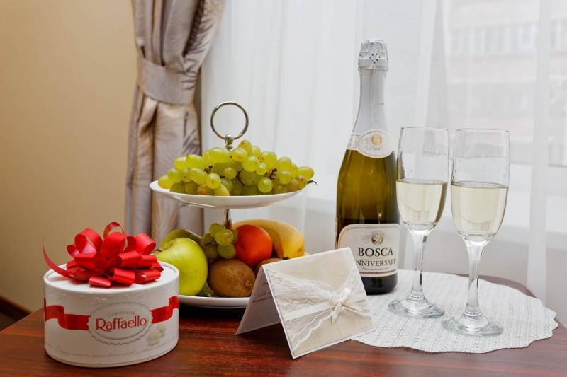 Шампанское: с чем пьют по этикету боско, санто стефоно, как нужно вкусно и правильно закусывать сухое брют, чем можно и лучше розовое, белое полусладкое?