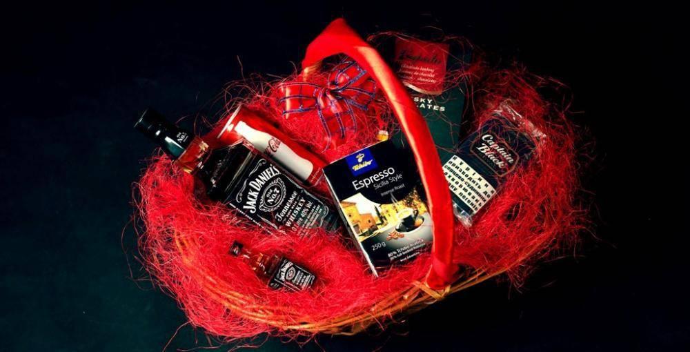 Алкогольный подарок мужчине до 2000 рублей