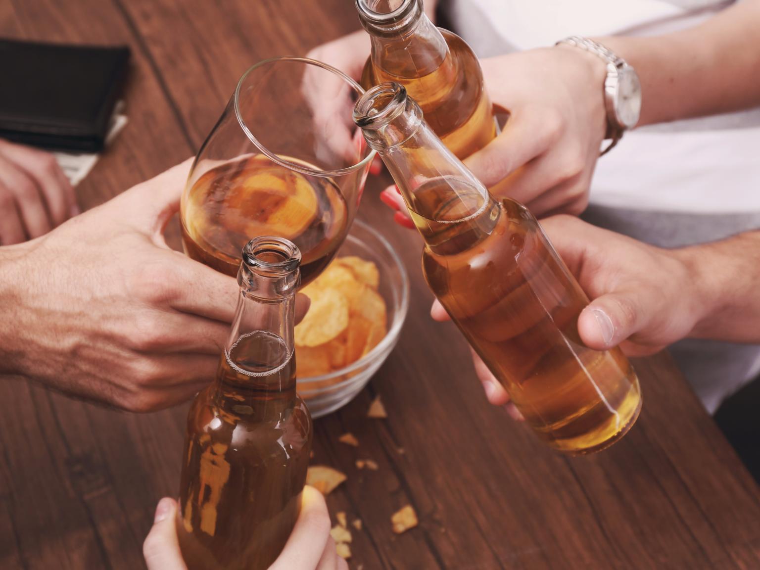 Алкоголь при простуде: можно ли пить, помогает ли водка или пиво при заболевании