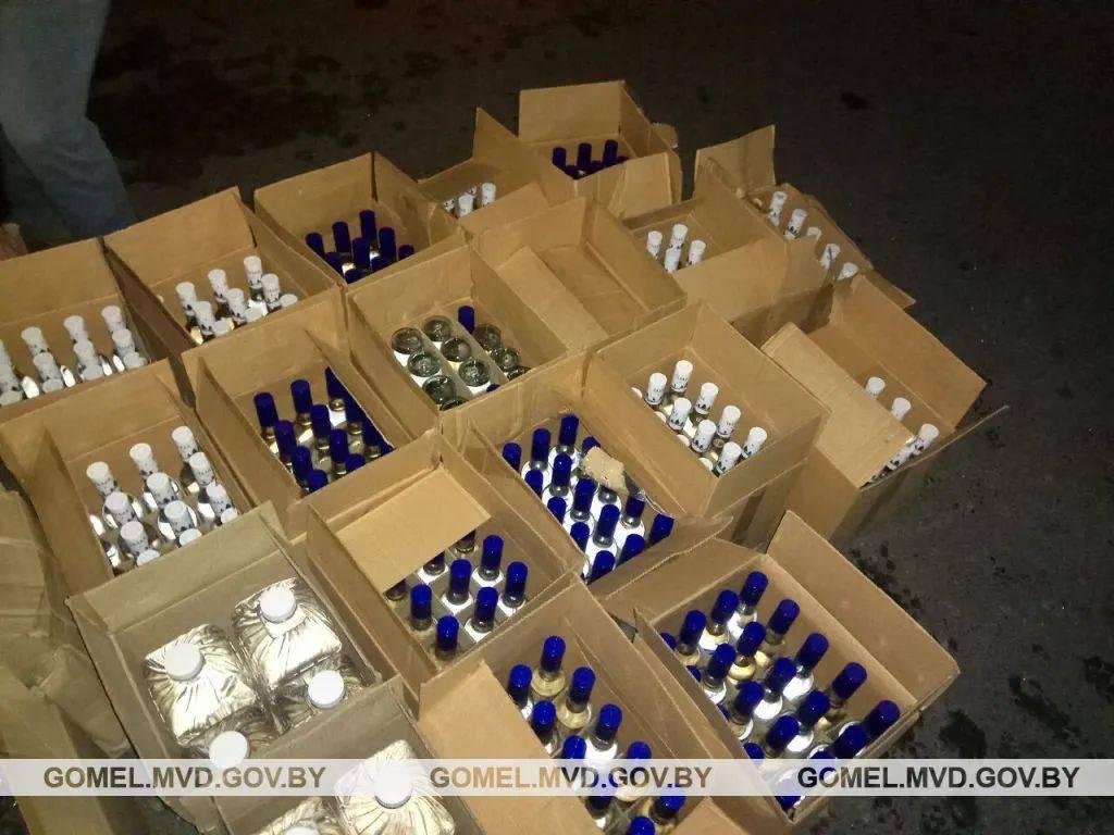 Производитель водки «пять озер» требует, чтобы конкуренты прекратили выпуск водки «чудо озеро»