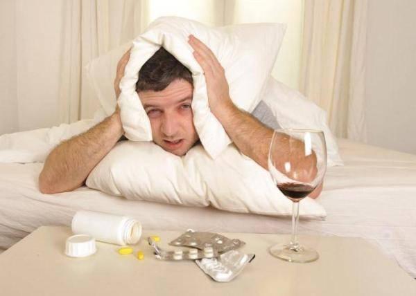 Бессонница с похмелья — как уснуть быстро?