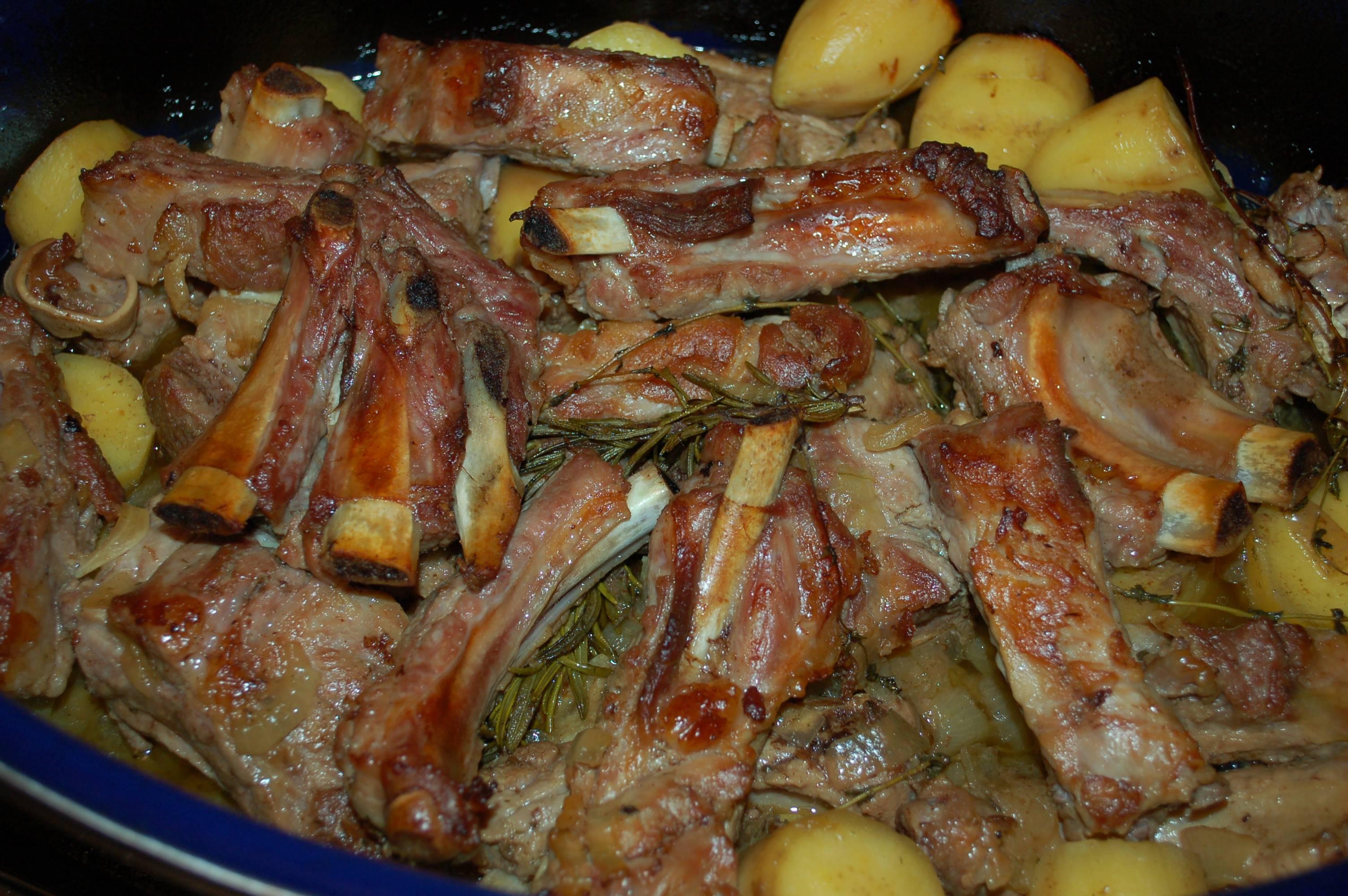 Рецепты мяса в красном и белом вине в духовке, мультиварке на сковороде. как замариновать мясо в вине, запечь и потушить: лучшие рецепты. тушеное мясо в красном вине.