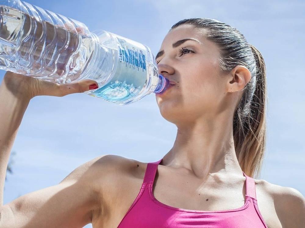 Хочется пить постоянно. мучает, мучит острая, сильная жажда. причина. дефицит воды. обезвоживание.