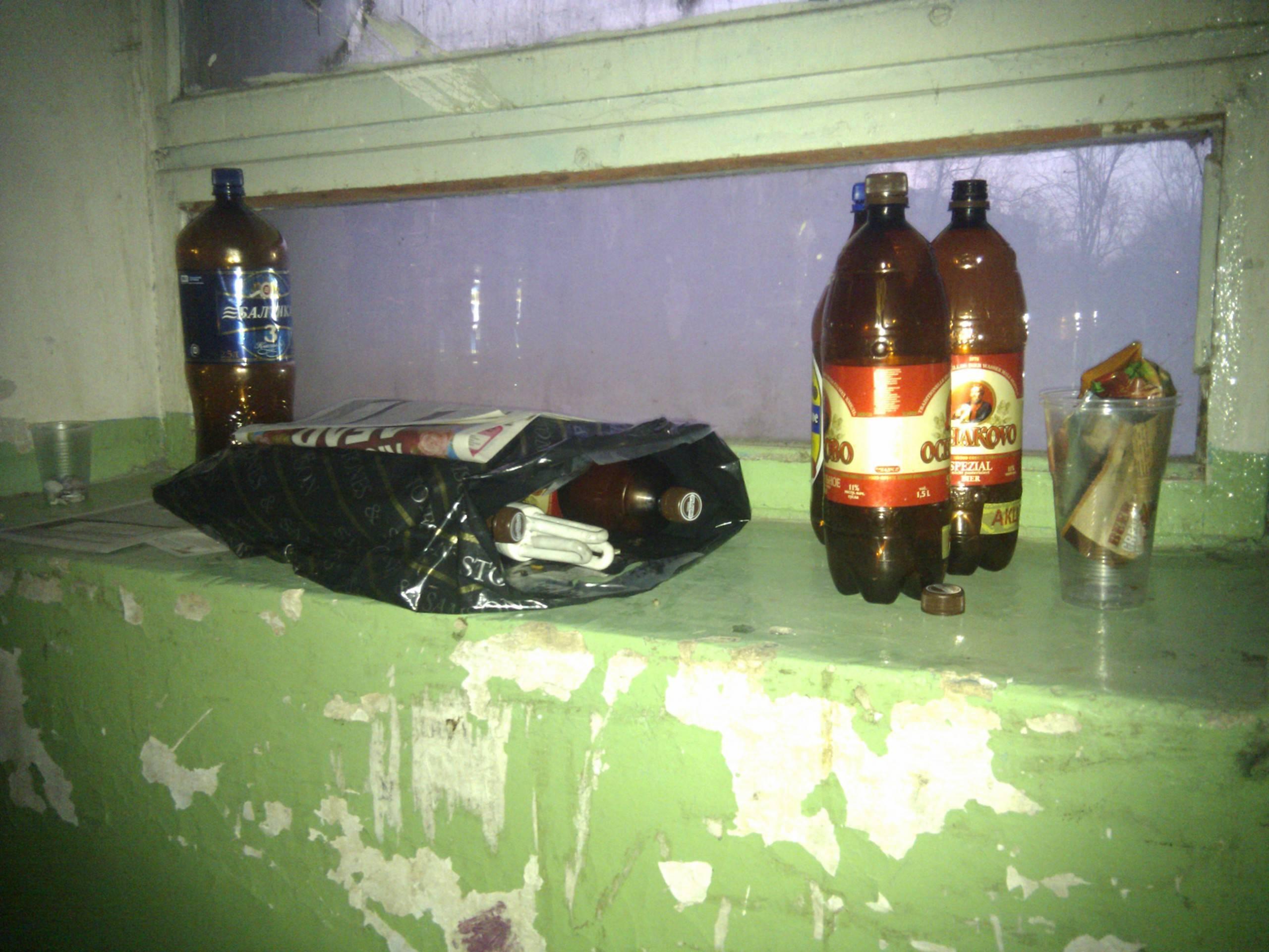 Законно избавляемся от соседей пьяниц и дебоширов: образцы заявления участковому и коллективной жалобы