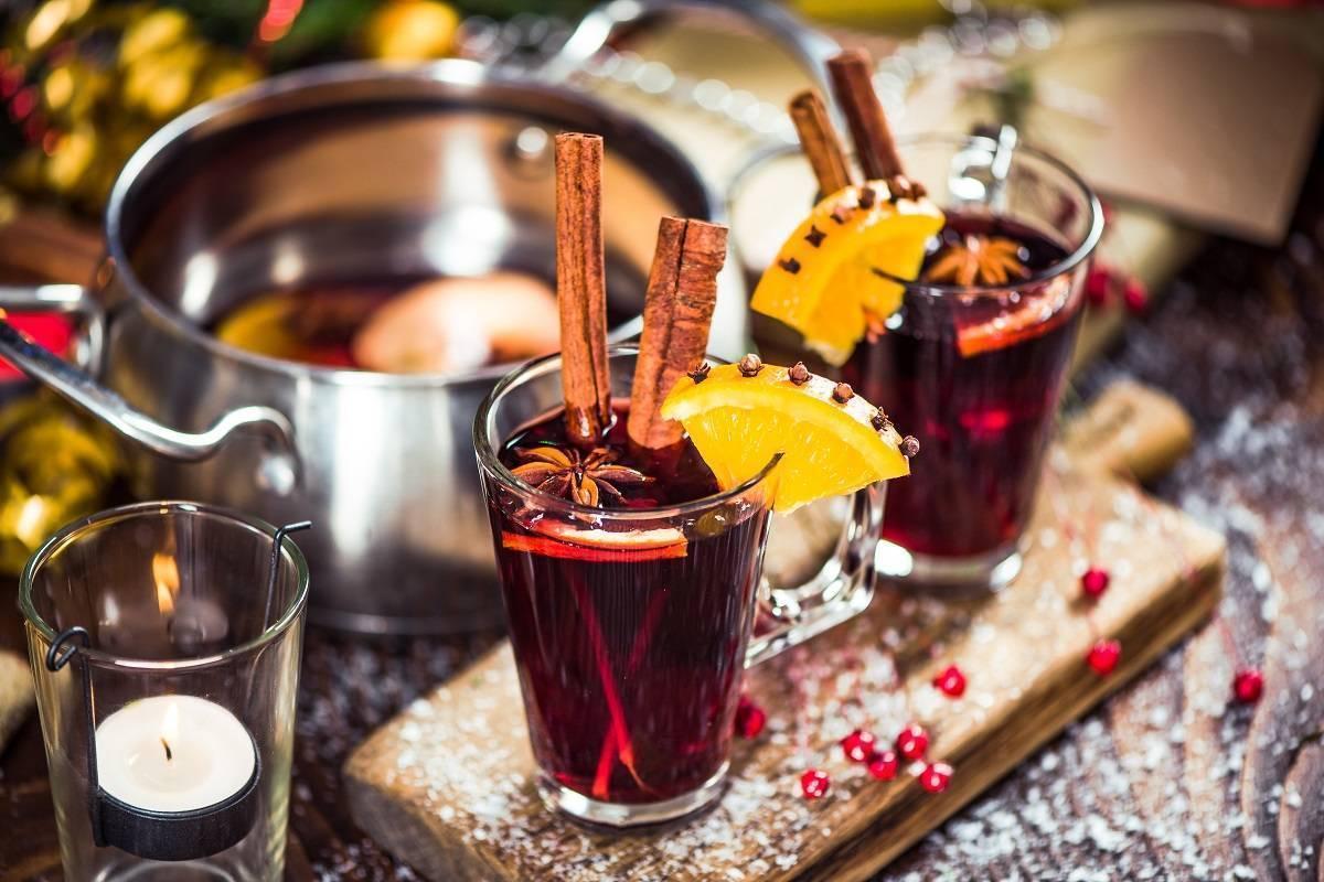 Как приготовить вкусный, горячий алкогольный глинтвейн в домашних условиях? лучшие рецепты приготовления винного алкогольного напитка глинтвейна из красного, белого, полусладкого и домашнего вина