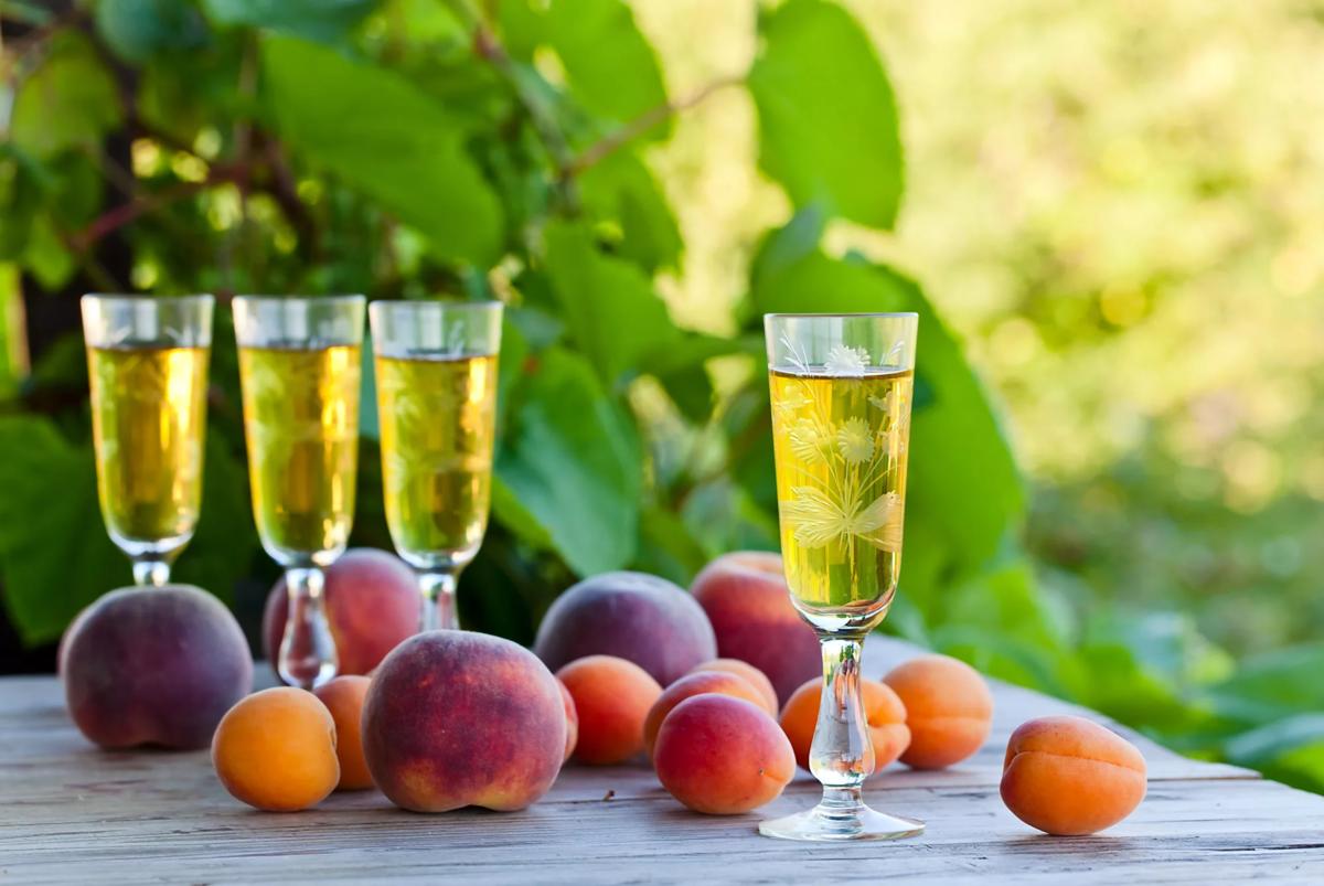 Рецепты абрикосовых и персиковых ликеров в домашних условиях (видео)