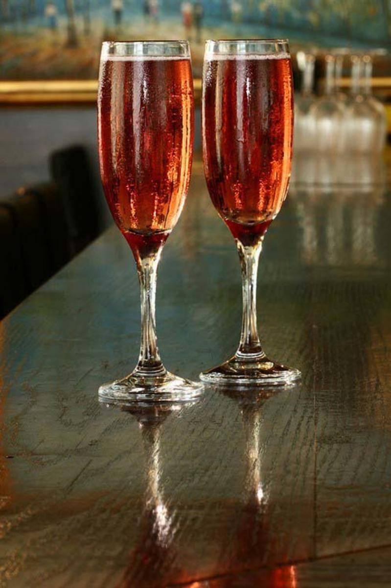 Коктейль кир рояль - рецепт коктейля из шампанского и ликера – состав и самостоятельное приготовление