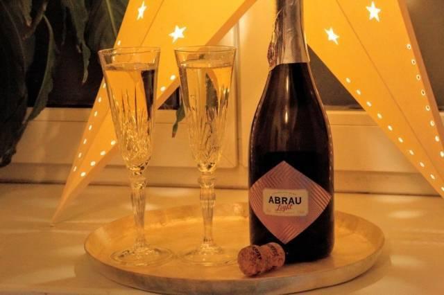 Те же пузырьки, но под другим «соусом»: чем отличается шампанское от игристого вина