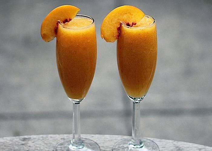 Приготовление коктейлей на основе шампанского в домашних условиях