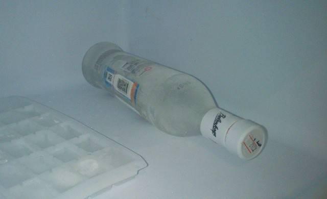 Если водка замерзла — что это значит? при скольки градусах замерзает алкоголь