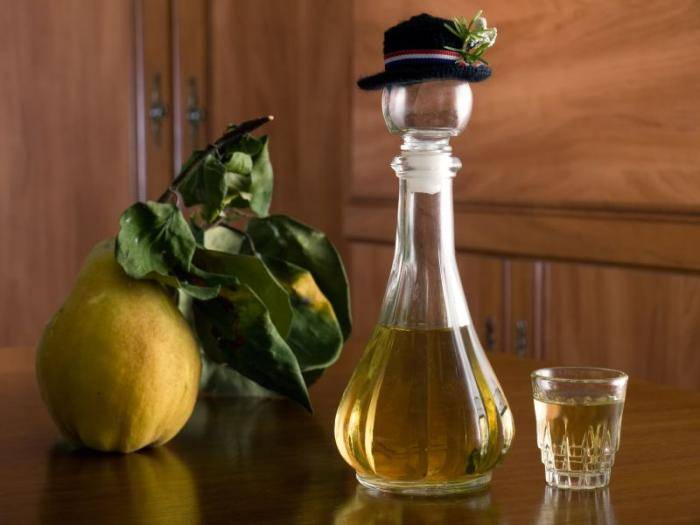 Самогон из груши дички. ингредиенты для бражки. классический рецепт получения грушевого самогона.