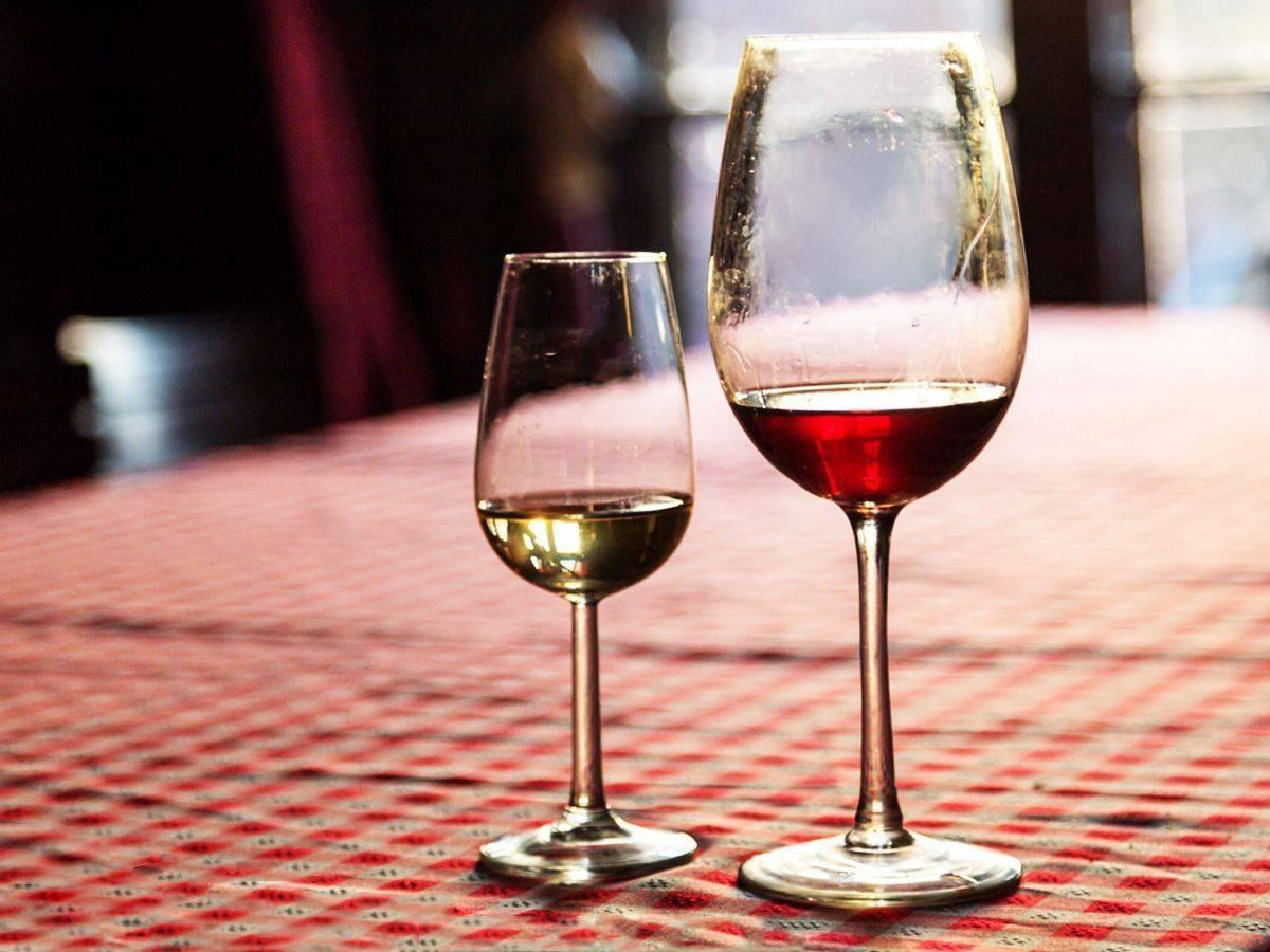 Красное вино: повышает или понижает давление?