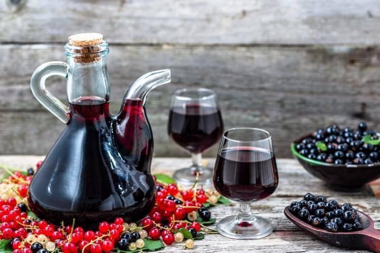 Рябиновое вино, приготовленное самостоятельно