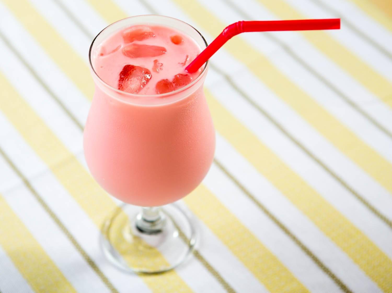 """Воздушный молочный коктейль """"вишня в облаках"""" – кулинарный рецепт"""