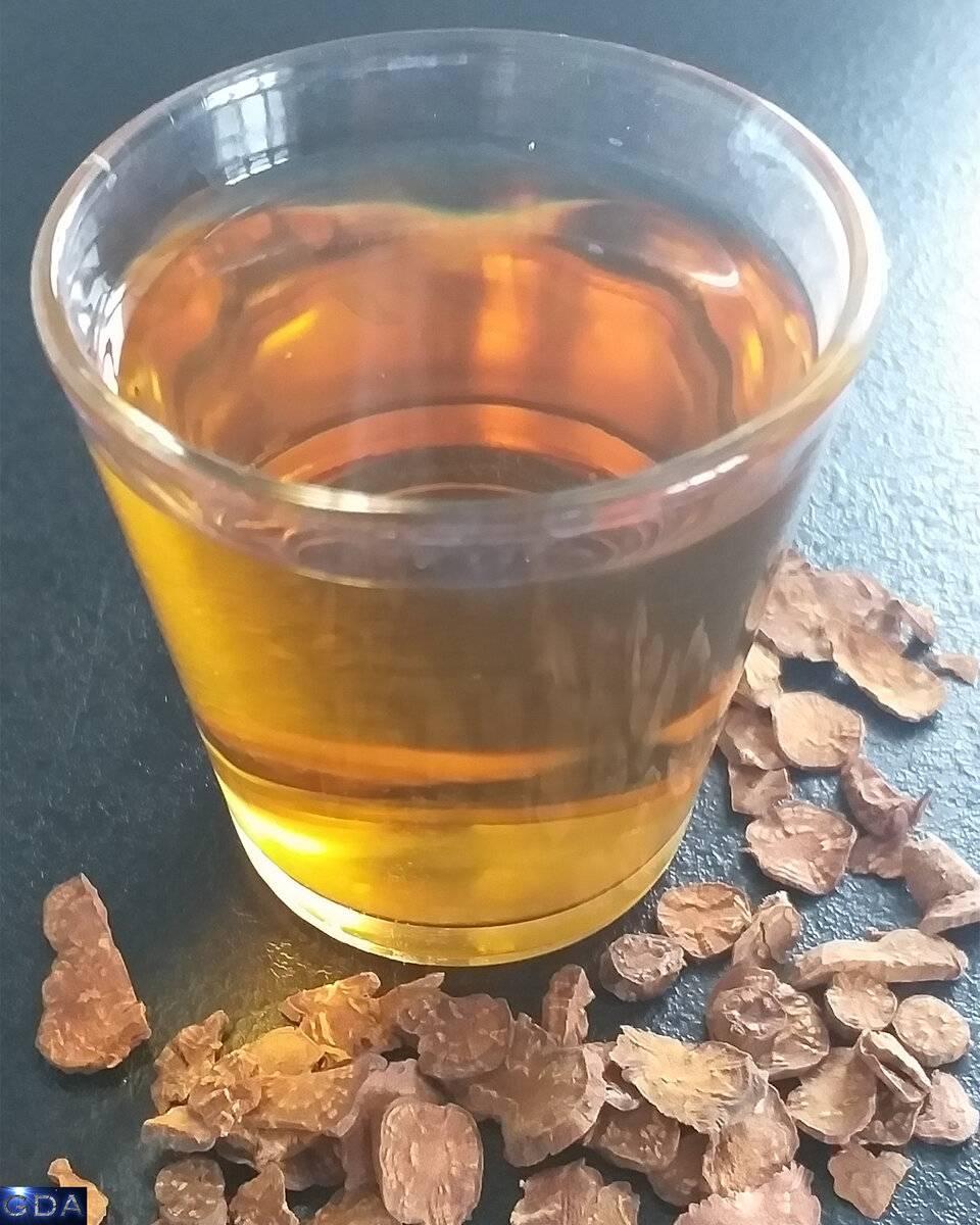 Настойка калгана: польза и вред, применение, рецепты на самогоне, водке, спирте