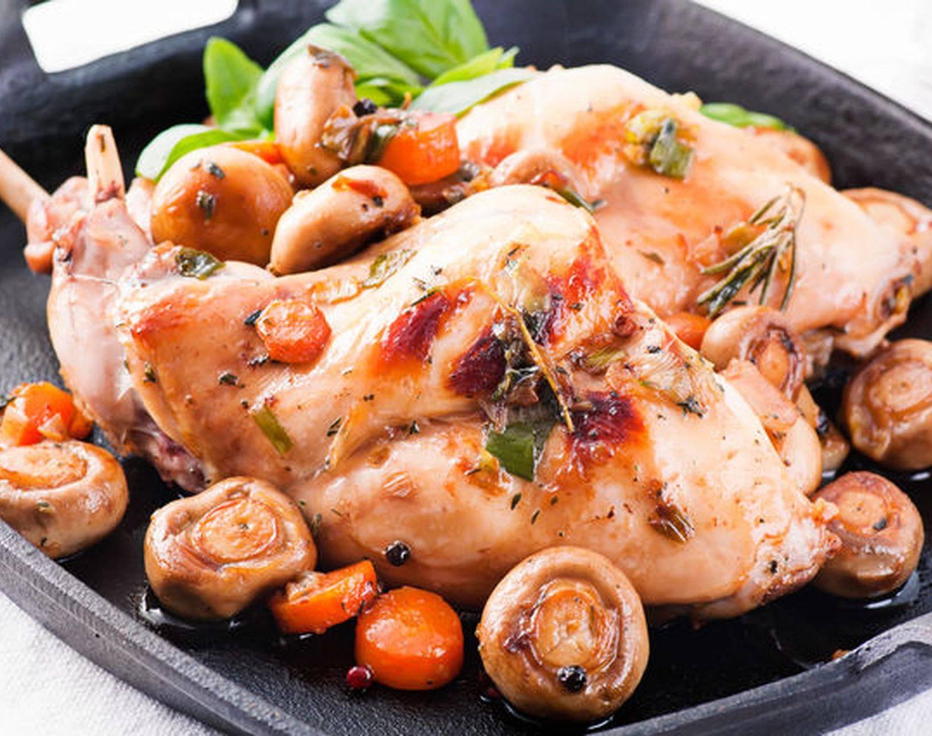 Кролик в вине с помидорами и розмарином – кулинарный рецепт