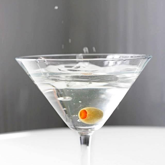 С чем пьют основные виды мартини: правильная подача напитка