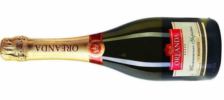 Oreanda дарит женщинам букет шампанского