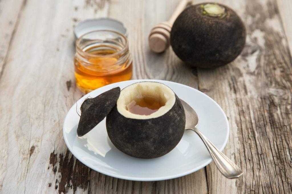Нет простудам круглый год – водка с медом нас спасет!