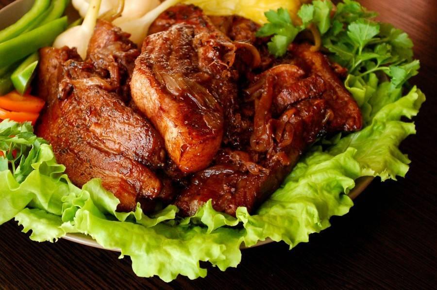 Мясо в винном маринаде, запеченное в духовке – кулинарный рецепт