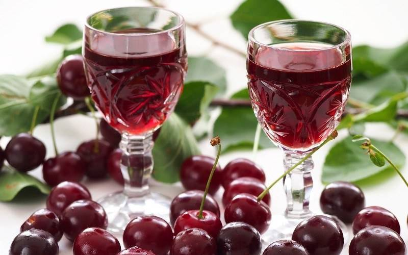 Самогон на сушеной вишне. вишневая настойка на самогоне: правила приготовления