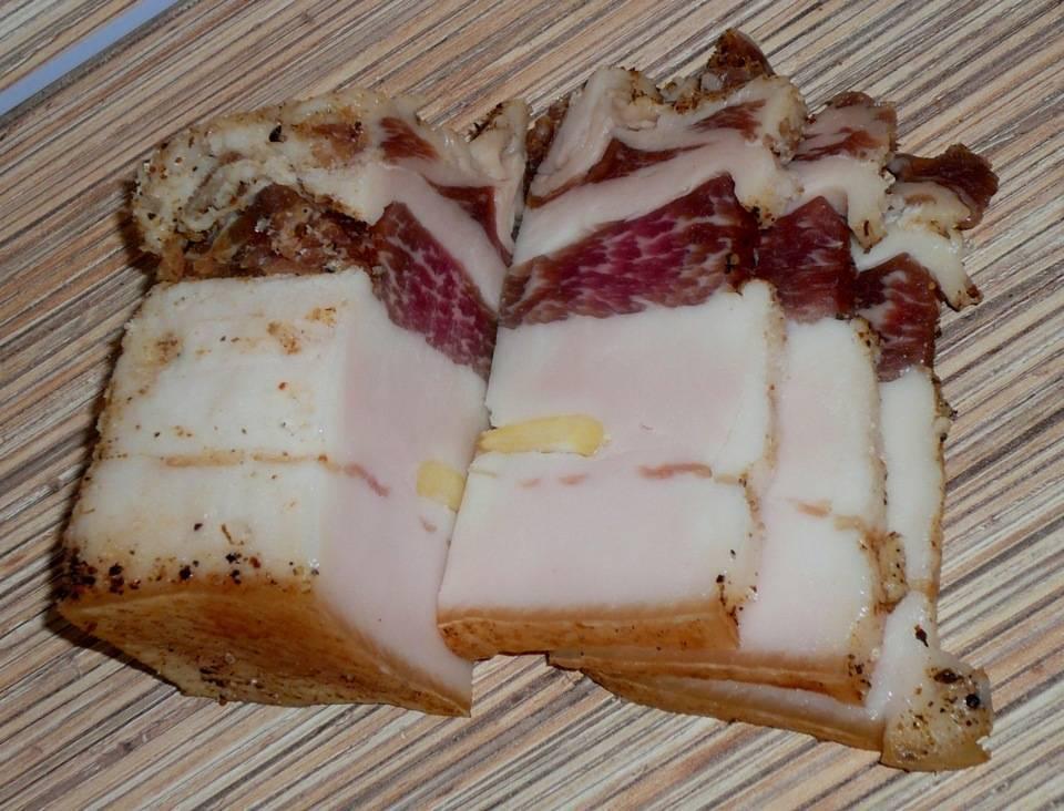 Главная закуска под водку это соленый огурец соленый грибочек квашеная капуста какое мясное изделие