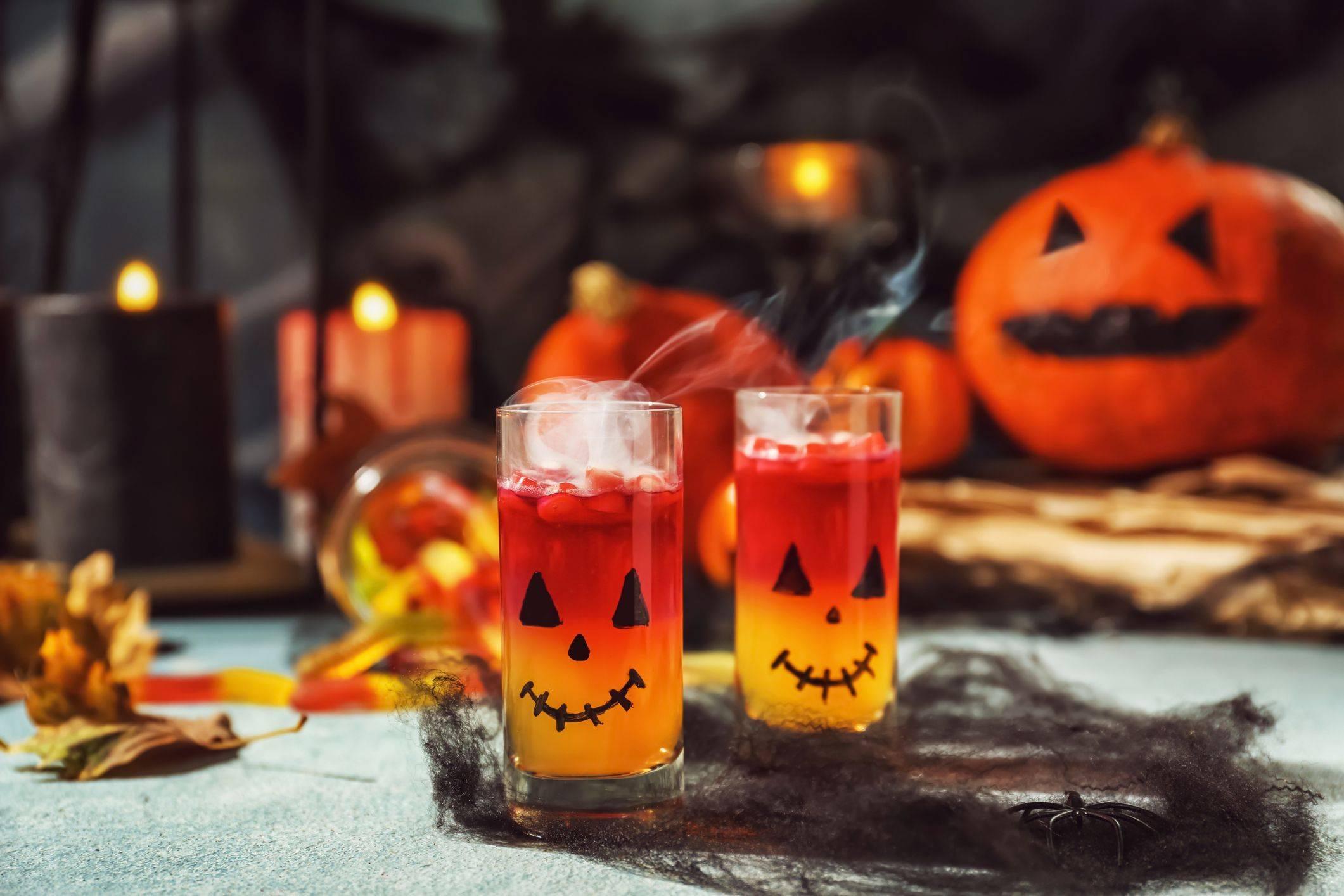 Коктейли на хэллоуин алкогольные дома. зловещие безалкогольные коктейли на хэллоуин. суть праздника и его традиции